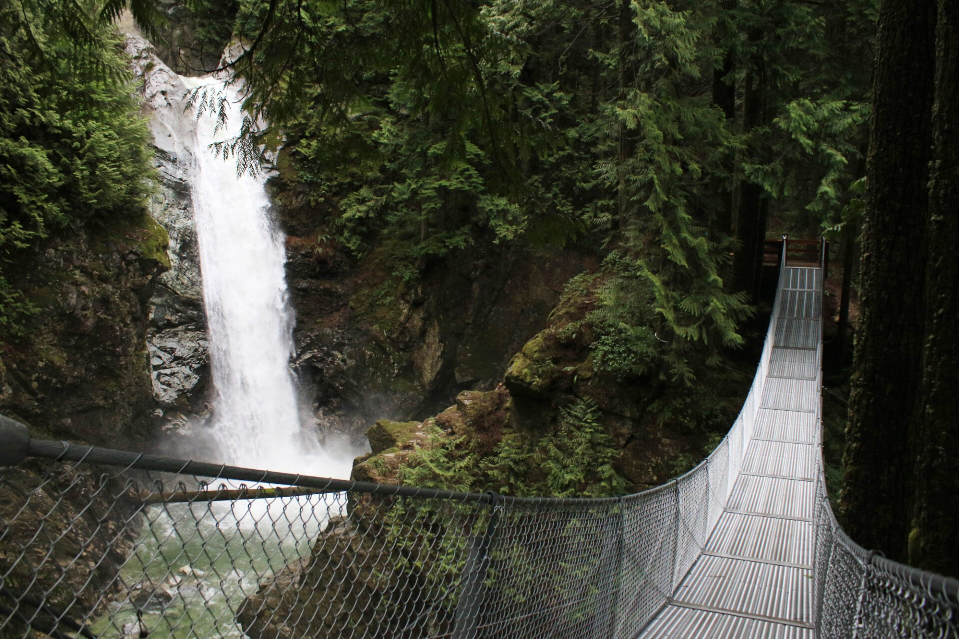 Waterfalls of vancouver and southwest british columbia for Cascade house