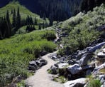 The hiking trail towards Middle Joffre Lakes