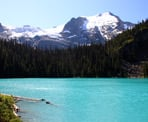 The view of Middle Joffre Lakes in Joffre Lakes Provincial Park
